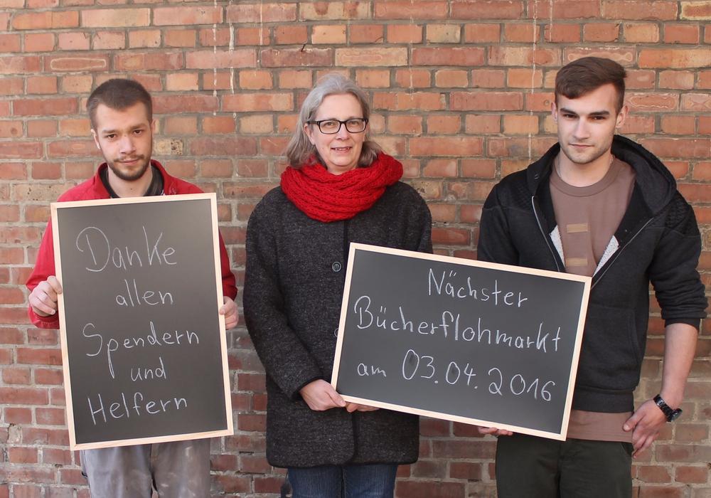 """Mitglieder der Aktionsgruppe """"Artikel 25"""" freuen sich über Spenden und laden zum nächsten Flohmarkt ein. Foto: Privat"""
