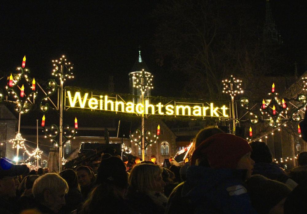 In diesem Jahr soll der Weihnachtsmarkt mit einer feierlichen Zeremonie am Mittwoch eröffnet werden. Foto: Sina Rühland (Archiv)