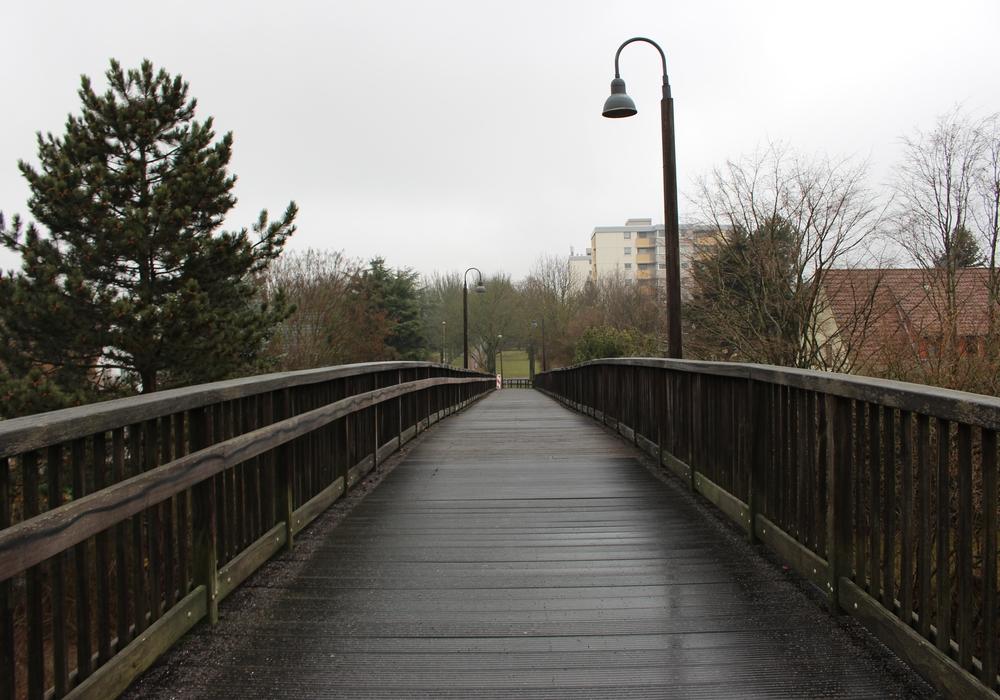 Die Zukunft der Hertha-Peters-Brücke in der Peiner Südstadt bleibt ungewiss. Foto: Frederick Becker