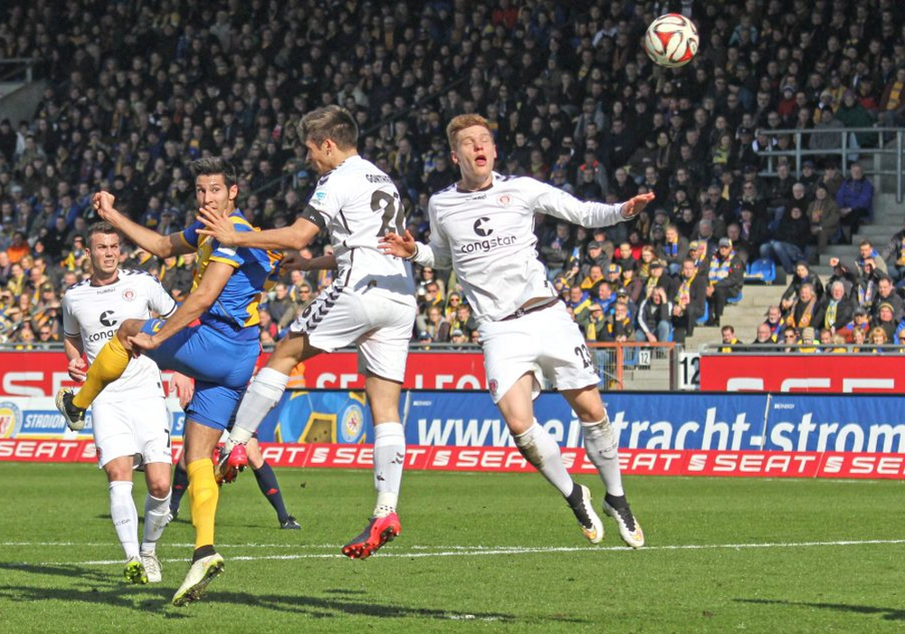 Eintracht gegen St. Pauli. Foto: Vollmer
