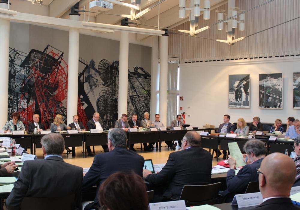 Im Kreistag wurde das Raumprogramm des Schulzentrums Goldene Aue beschlossen. Foto: Nino Milizia