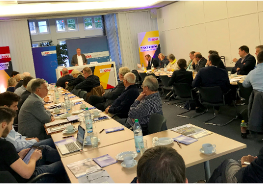"""Dr. Max Matthiesen eröffnet die CDA-Fachtagung """"Nachhaltige Bildung"""". Foto: CDA"""
