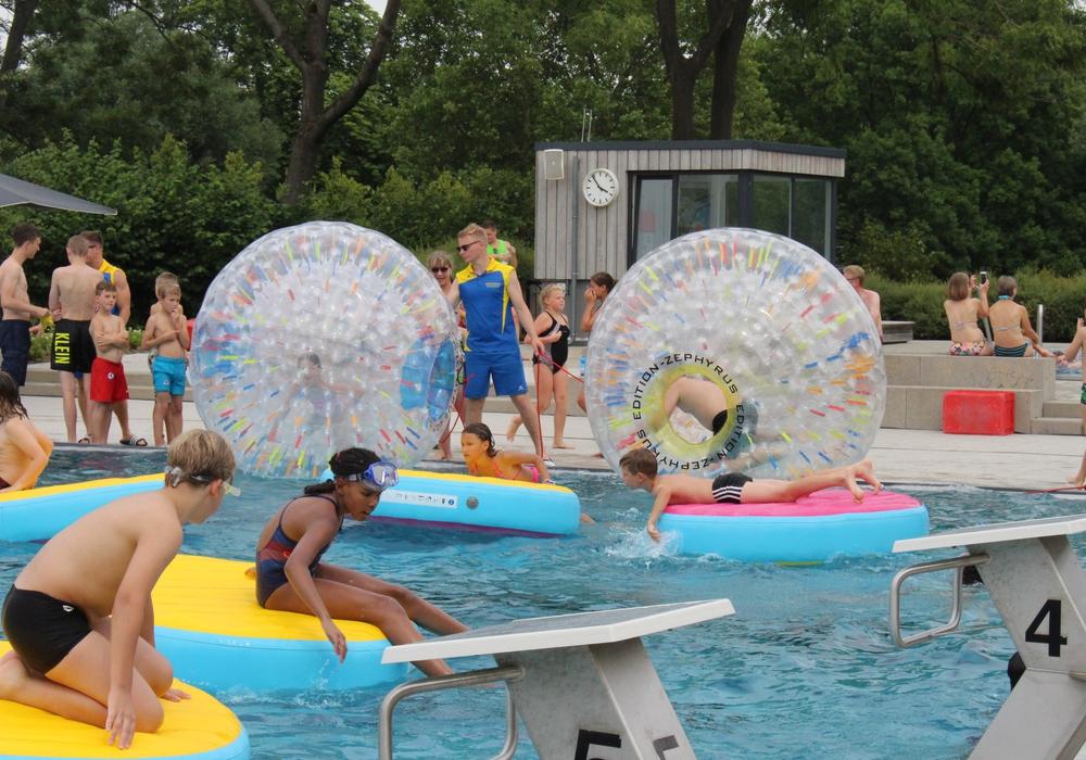 Die Water-Globes erfreuten sich ganz besonders großer Beliebtheit. Foto: Marvin König