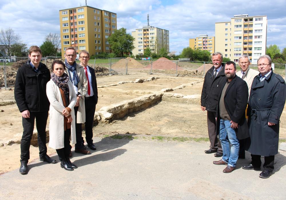 Die Stadt Wolfsburg stellte ihre Pläne zur Aufarbeitung des KZ-Außenlagers am Laagberg vor. Fotos: Christoph Böttcher