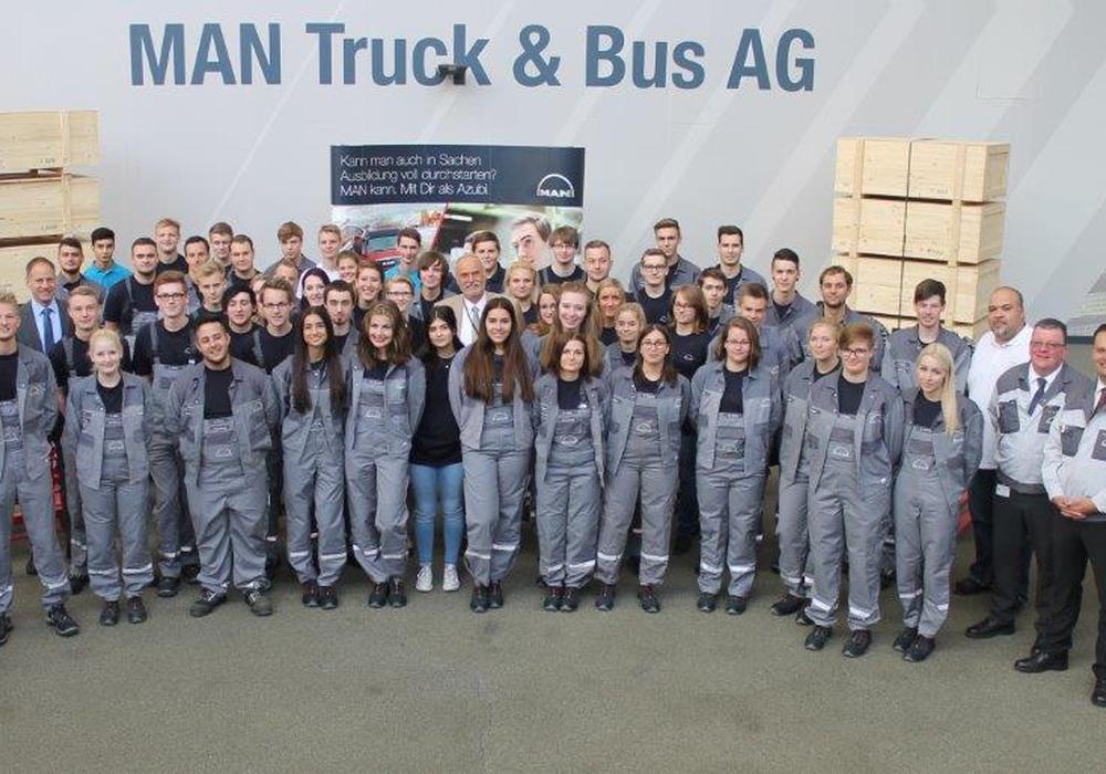 Die Zukunft im Blick: 45 junge Auszubildende begannen am 1. September im MAN- Ausbildungszentrum Salzgitter ihren nächsten Lebensabschnitt. Foto: MAN Truck & Bus AG