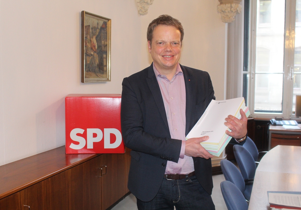 Christoph Bratmann erklärt die Haushaltspläne der SPD für das kommende Jahr. Foto: Marian Hackert Podcast: Marian Hackert