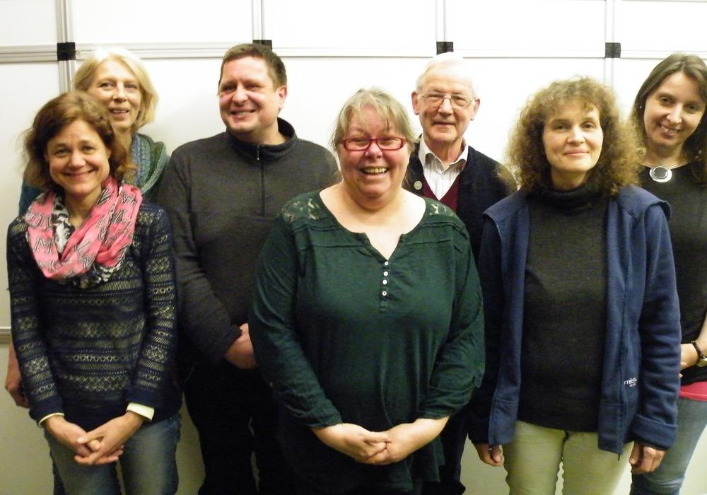 Hinten v. li.: Inga Bergmann, Mario Mugai, Dr. Walter Bosse, Anette Hillar. Vorne v. li.: Uta Foitzik, Julia Born, Tatjana Waßmann. Foto: privat