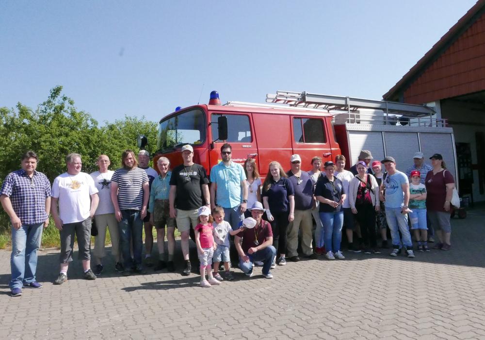 Vom Feuerehrgerätehaus ausging es auf die Boßeltour. Foto: Feuerwehr Dettum