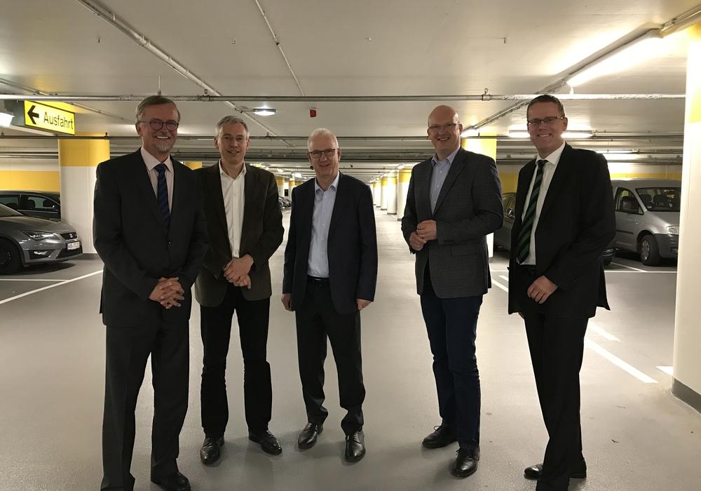 Wilfried Andacht, Kai-Uwe Hirschheide, Werner Borcherding, Ingolf Viereck und Marc-Frederik Augath (von links). Foto: Stadtwerke WOB AG
