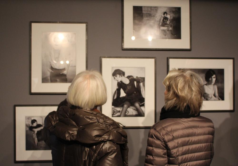Die Ausstellung zeigt Schönheit in verschiedensten fotografischen Darstellungsformen. Foto: Frederick Becker