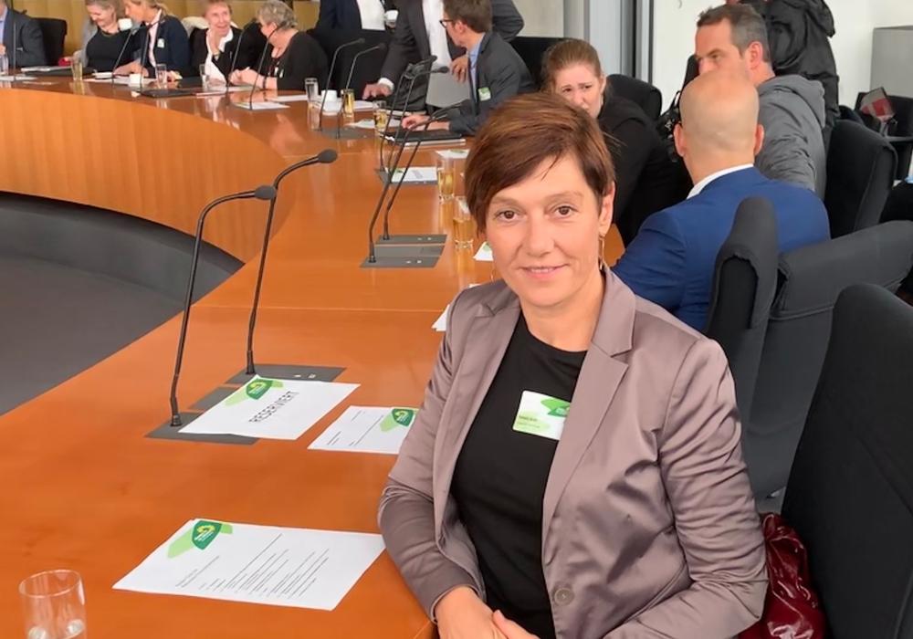 Pamela Groll, Geschäftsführerin des Erlebnisbocksberg Hahnenklee beim runden Tisch der Grünen in Berlin