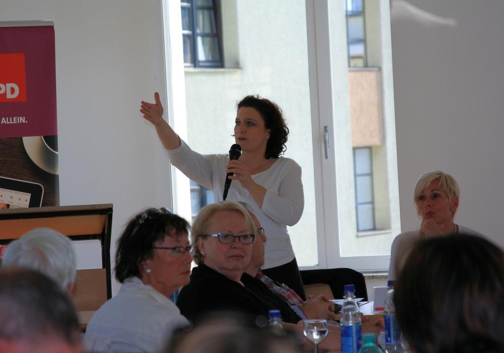 """Dr. Carola Reimann lud zur Fraktion-vor-Ort-Veranstaltung zum Thema """"Was ändert sich in der Pflege? Die neuen Pflegegesetze im Überblick"""". Fotos: SPD"""