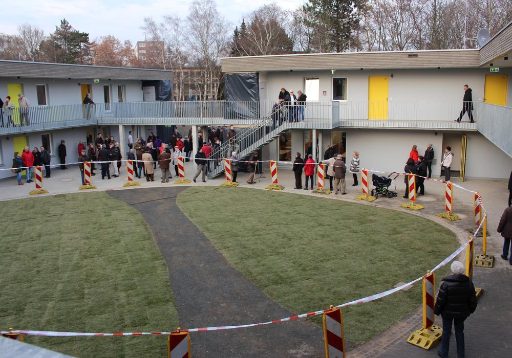 Der Tag der offenen Tür der Flüchtlingsunterkunft Melverode war gut besucht. Foto: Nick Wenkel