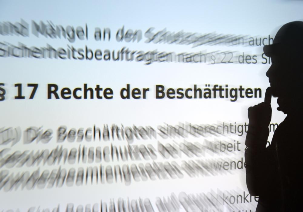 Durchblick im Paragrafen-Dschungel: Die Rechtsberater der IG BAU Braunschweig-Goslar sind beim Streit mit dem Chef eine wichtige Anlaufstelle für Beschäftigte. Foto: IG BAU