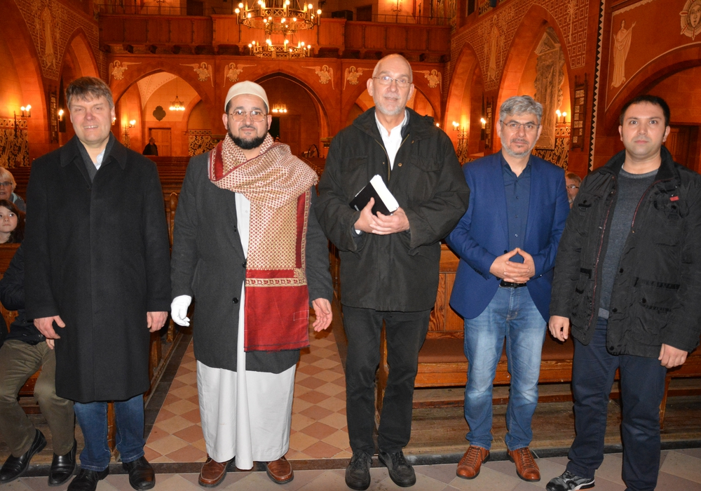 Das Organisationsteam von links Dr. Sebastian Thier, Mohamad Hammouda, Dr. Volker Menke, Mehmed Akyalcin und Tamer Karahan.  Foto: Evangelisch-Lutherischer Kirchenkreis Peine