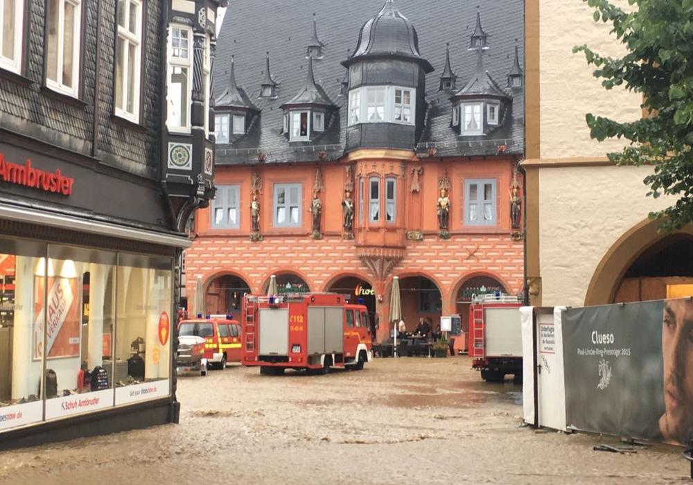 Auch der Marktplatz in Goslar stand unter Wasser. Foto: Frederick Becker