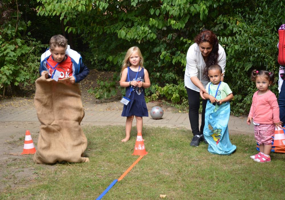 Die Kinder hatten Spaß beim Sackhüpfen. Foto: Privat