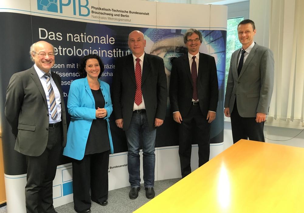 Thomas Jurk und SPD-Bundestagsabgeordneten Dr. Carola Reimann  besuchten die  Physikalisch-Technischen Bundesanstalt (PTB) in Braunschweig. Foto: Büro Reimann