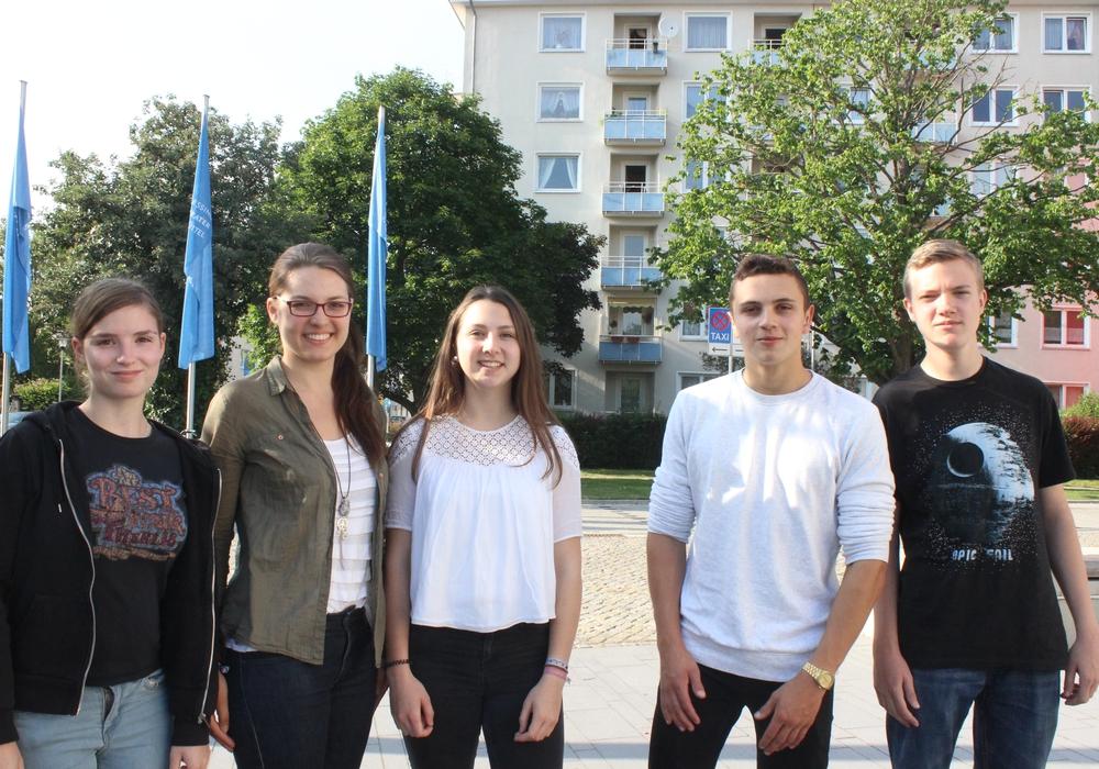 Die neuen Parlamentarier Antonia Piep, Malina Langemann, Anna Biastoch, Henry Groß und Mika Bausch stellten sich dem Sozial-Ausschuss vor. Foto: Anke Donner