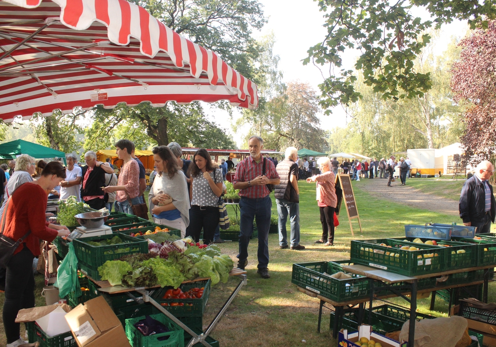 Noch bis 17 Uhr findet am Kennelbad der Slow-Food Gourmetmarkt statt. Ein Besuch lohnt sich. Fotos: Anke Donner