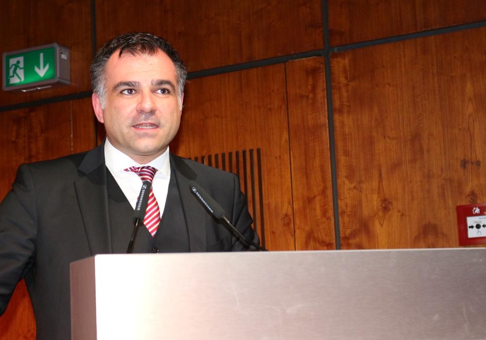 Dr. Christos Pantazis möchte von Hannover nach Berlin wechseln.
