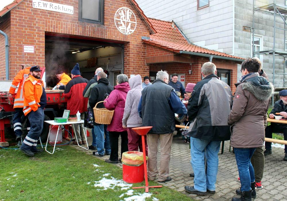 Der Roklumer Suppentag wurde sehr gut besucht. Fotos: Bernd-Uwe Meyer
