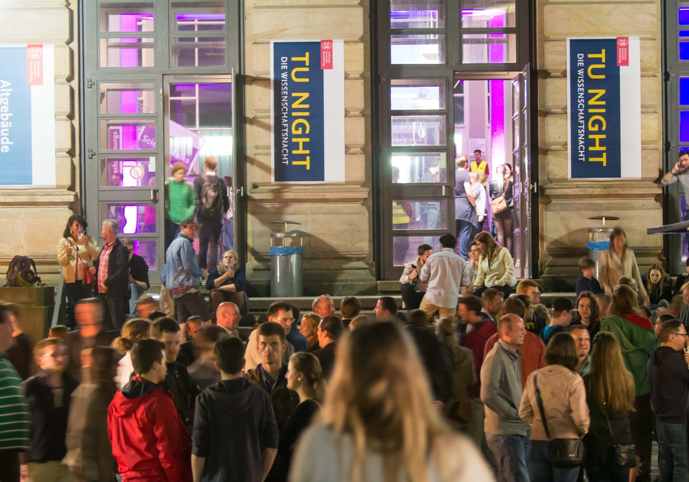 Schüler, Studierende, Wissenschafts- und Musikinteressierte sowie Familien erwartet ein umfangreiches Wissenschaftsprogramm mit sechs Themenorten und vielen Highlights. Foto: Sebastian Olschewski/ TU Braunschweig