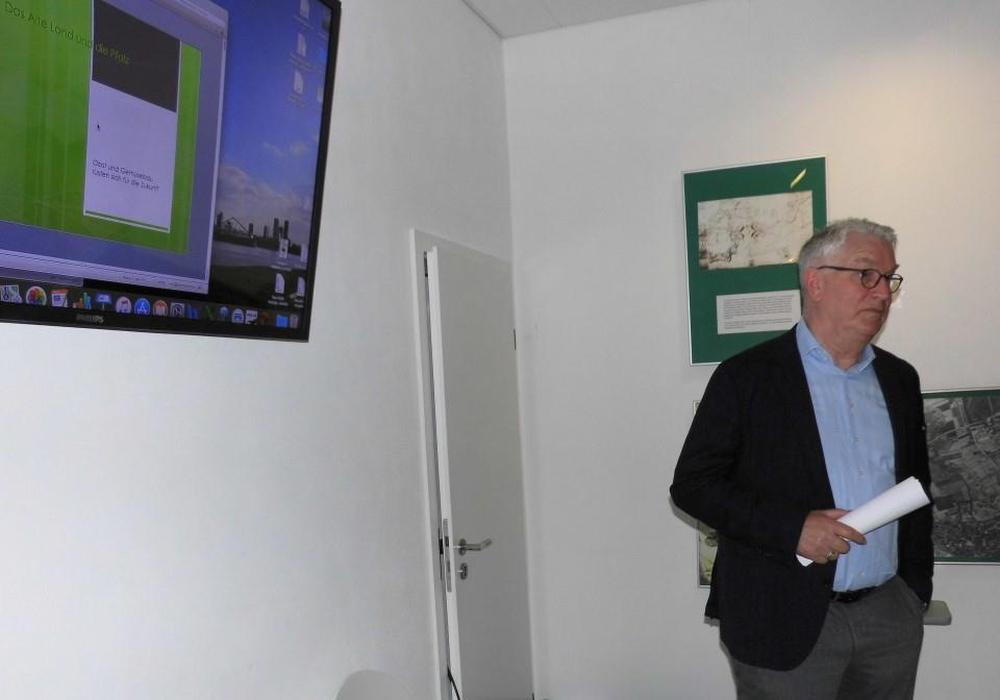 Karl Voges bei seinem Vortrag zum Obst- und Gemüsebau im Alten Land und der Pfalz. Foto: Andreas Meißler