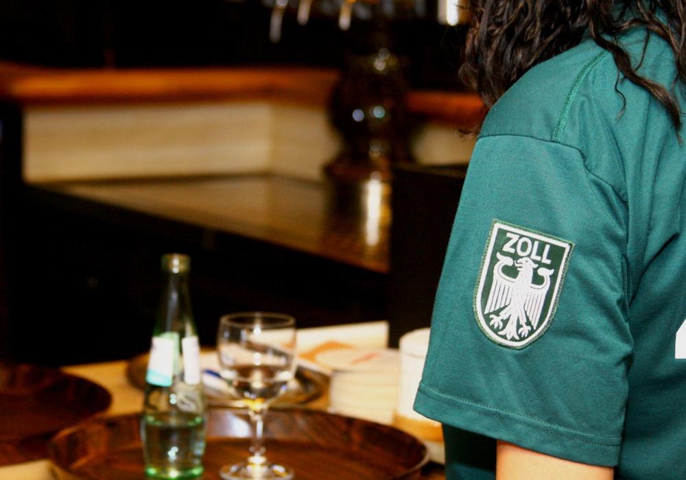 Arbeitnehmer in der Gastronomie werden regelmäßig vom Zoll überprüft. Symbolfoto: HZA Braunschweig