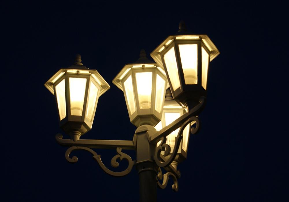 Als nächstes sollen zirka 60 Leuchten auf der Konrad-Adenauer-Straße modernisiert werden. Symbolbild: Anke Donner