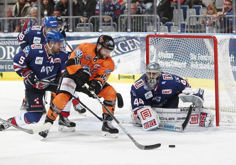 Zum Saisonauftakt in Mannheim mussten sich die Grizzlys deutlich geschlagen geben. Foto: imago/Eibner/Archiv