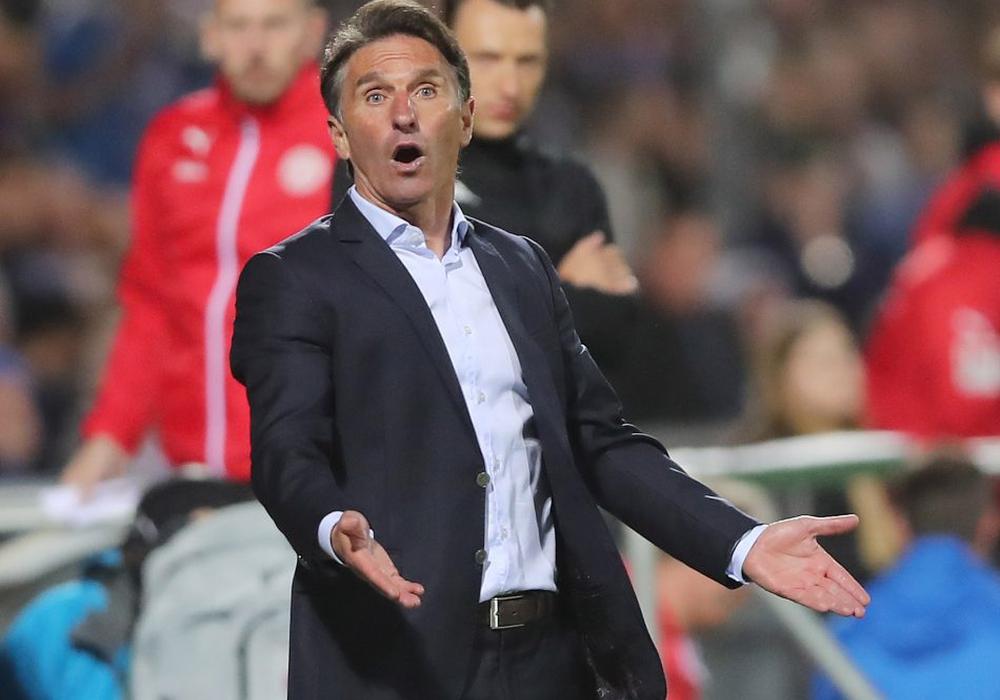 Überraschung! Bruno Labbadia bleibt Trainer des VfL. Foto: Agentur Hübner