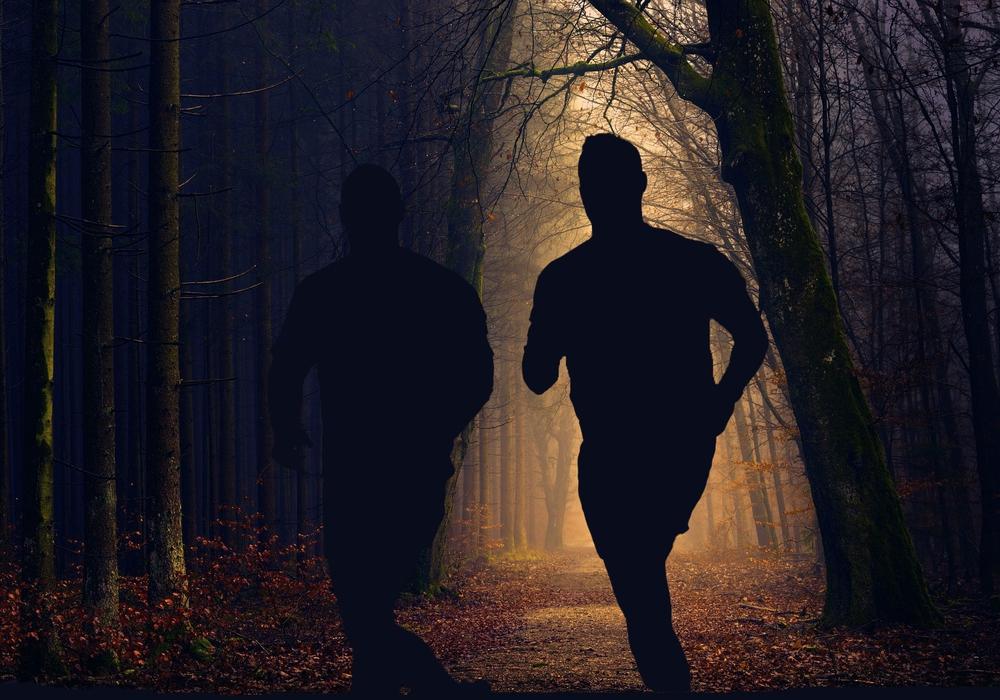 Die Streckenbeleuchtung soll das Laufen für die Jogger auch im Dunkeln attraktiv machen. Symbolfoto: Pixabay