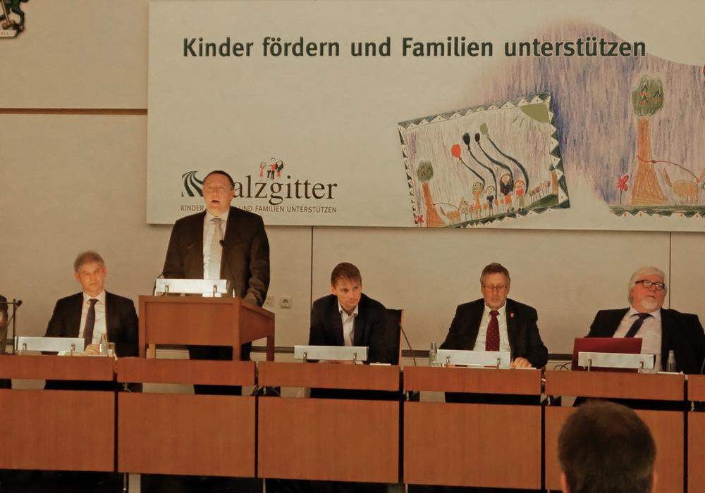 Michael Letter (SPD) stellte den gemeinsamen Antrag für das SZ-Mobil Ticket vor. Symbolfoto: Alexander Panknin