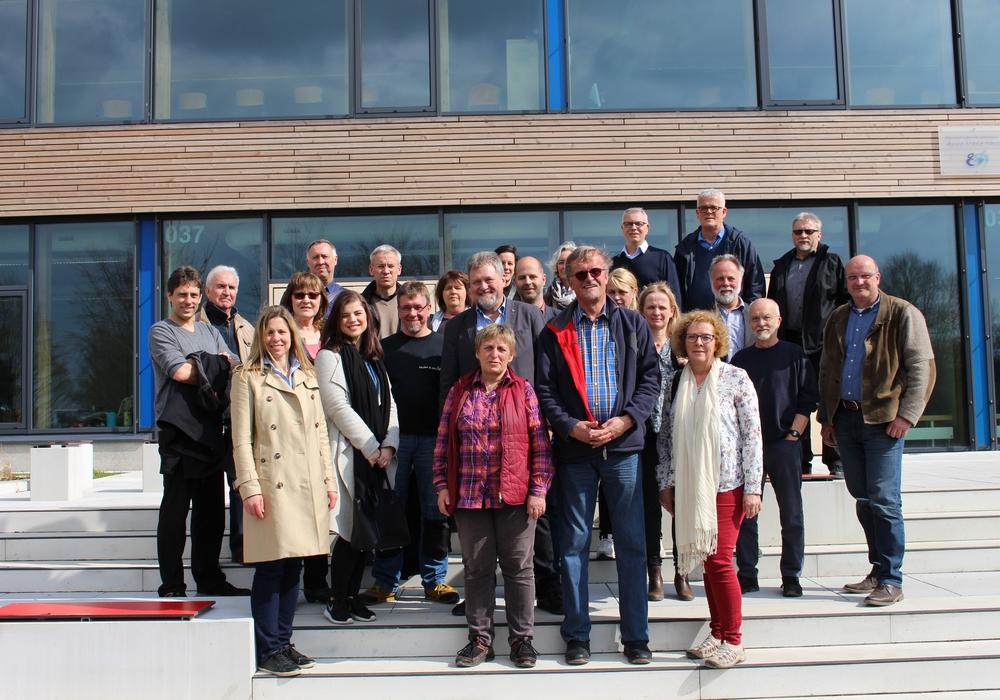 Die Mitglieder des Planungs- und Bauausschuss schauten sich auf ihrer Tour unter anderem auch den neuen Anbau der Anne-Marie Tausch-Schule (BBS III) an. Fotos: Eva Sorembik