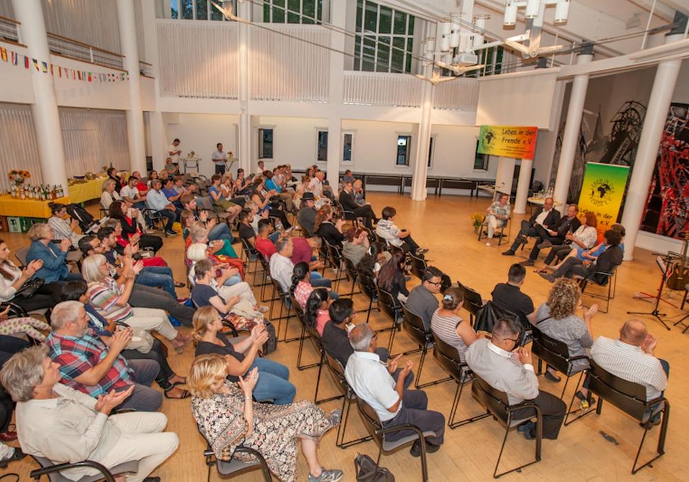 150 geladene Gäste kamen am Donnerstag zur Feier des 30-jährigen Bestehens des Vereins Leben in der Fremde in das Kreishaus. Foto: Alec Pein