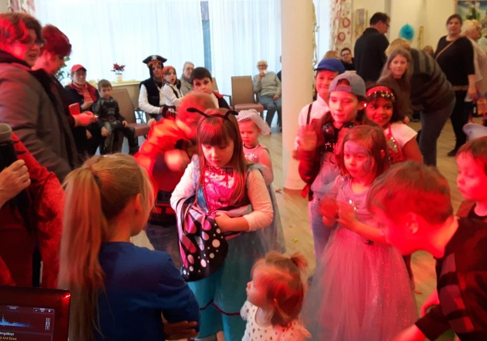 Die Kinder konnten zusammen mit ihren Eltern und den Bewohnern ein tolles Fest erleben. Fotos: Stadtteilverein Jürgenohl / Kramerswinkel