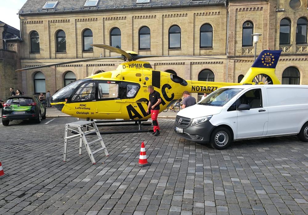 Der Rettungshubschrauber befand sich stundenlang am Goslarer Bahnhof und kann nicht abheben. Foto: Aktuell24 (DC)