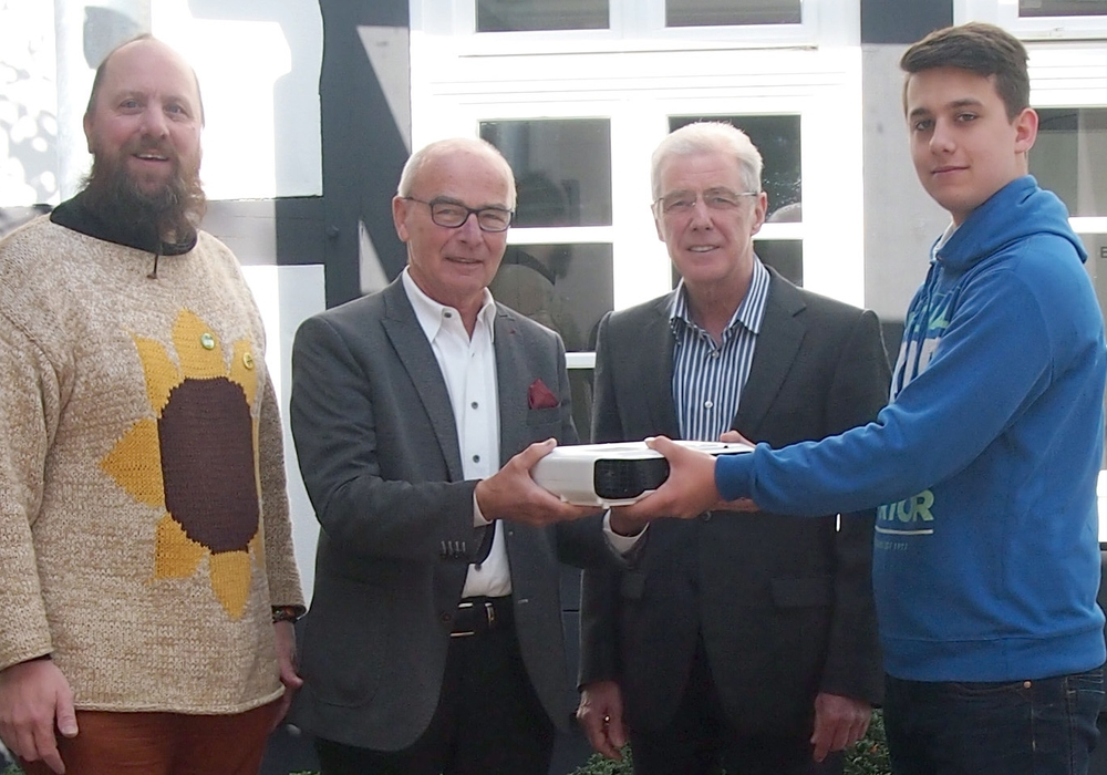 Heiko Hilmer (reka), Ulrich E. Deissner und Thomas Schebesta (Bürgerstiftung Braunschweig), Nils Kramer (reka) (v. li.). Foto: Bürgerstiftung