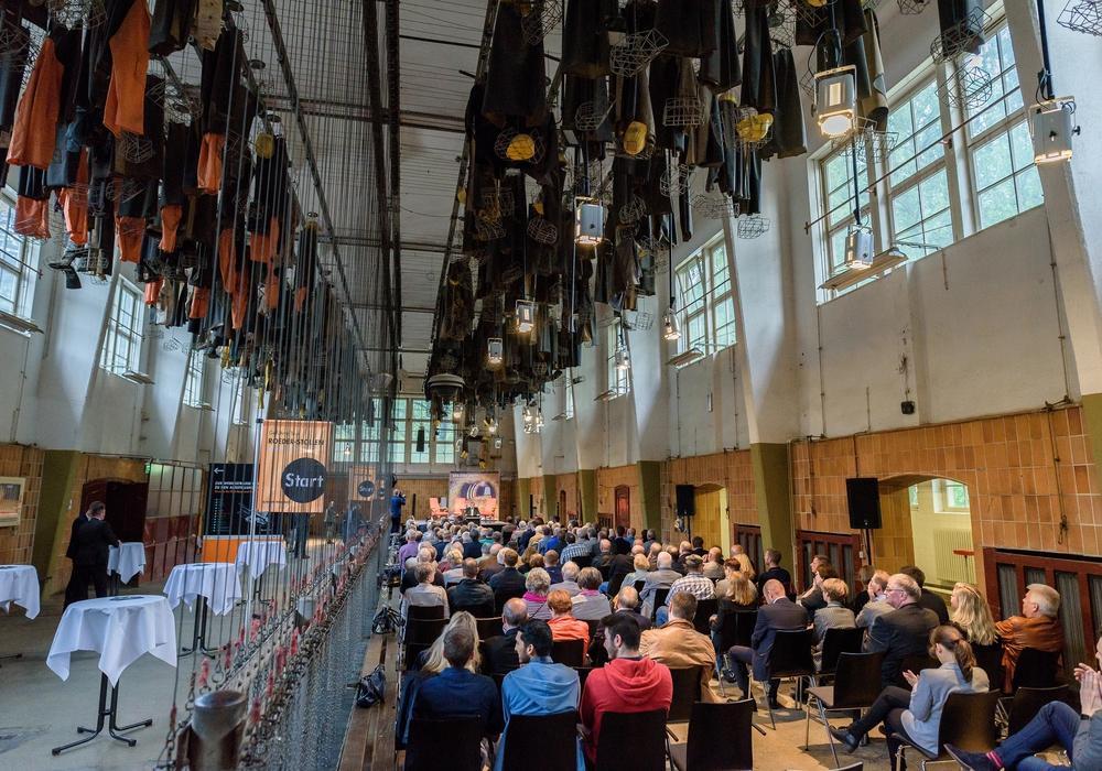 Diskussion in ungewöhnlicher Atmosphäre: Die Waschkaue des Goslarer Rammelsberges verleiht dem Abend ein besonderes Flair. Archivfoto: Benjamin Klingebiel