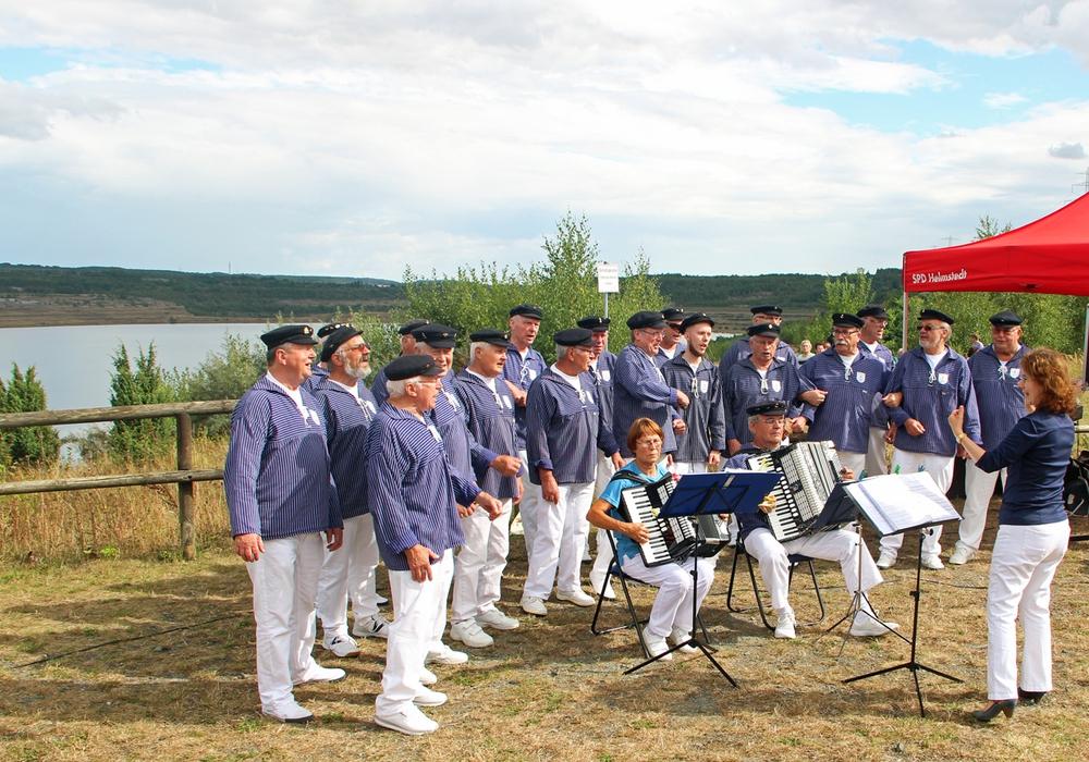 Der Helmstedter Shanty-Chor unter der Leitung von Marietta Reddemann ist beim Sommerfest dabei- Foto: SPD Helmstedt