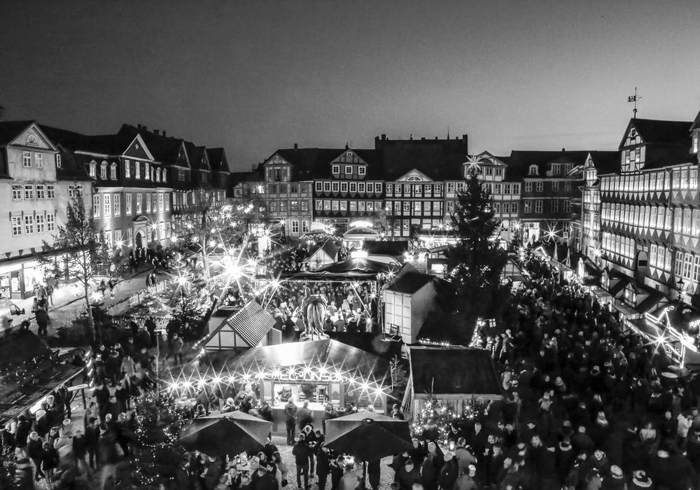 Auf dem Wolfenbütteler Weihnachtsmarkt findet am Abend eine Schweigeminute statt. Foto: Thorsten Raedlein