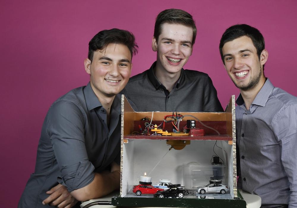Gregor Seyeda (18), GoslarAlexander Riebau (17) und Thorben Bartzsch (18). Foto: Stiftung Jugend forscht e. V.