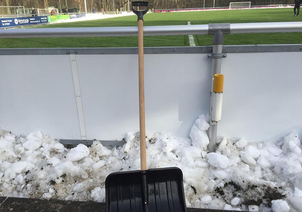 Da hilft auch Schneeschippen nicht weiter. Foto: Vollmer/Archiv