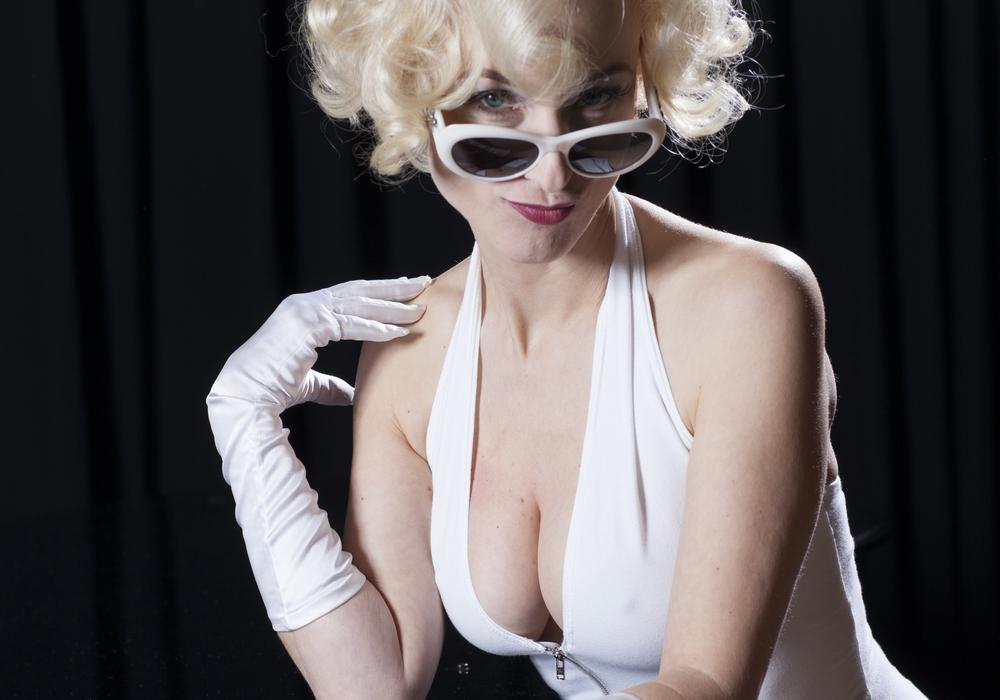 Tanja Maria Froidl mimt den Weltstar Marilyn Monroe. Foto: Konzertdirektion Kulturring Claudius Schutte