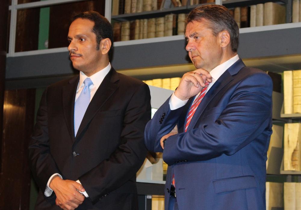 Gemeinsamer Auftritt während der Katar-Krise: Die Außenminister Sigmar Gabriel und Scheich Mohammed Al-Thani in der Herzog August Bibliothek in Wolfenbüttel. Fotos: Nick Wenkel