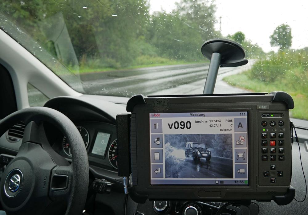 Die Polizei will auch zukünftig auf Kontrollen setzen, um vor allem die Zahl der schweren Verkehrsunfälle zu senken. Symbolfoto: Alexander Panknin