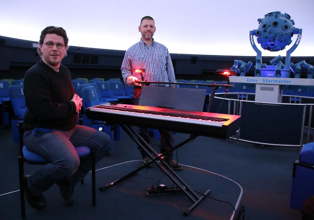 Eine spezielle Konstruktion erlaubt das Spielen in der Dunkelheit. Foto: Planetarium Braunschweig