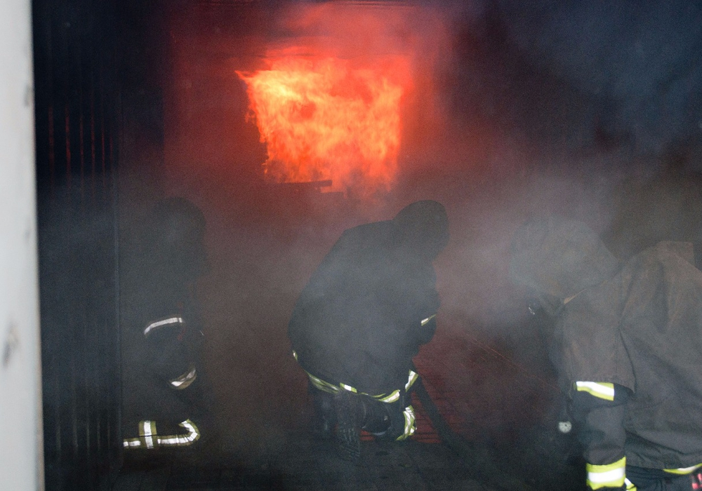 Unter Realbedingungen konnten die Meinerser Atemschutzgeräteträger diverse Einsatzsituationen simulieren. Fotos: Carsten Schaffhauser, Samtgemeindepressesprecher
