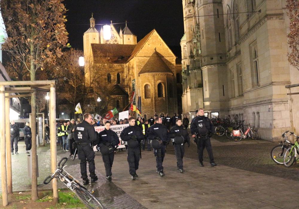 Der Pegida-Ableger Bragida demonstriert nun schon seit über einem Jahr in der Löwenstadt. Foto: Robert Braumann